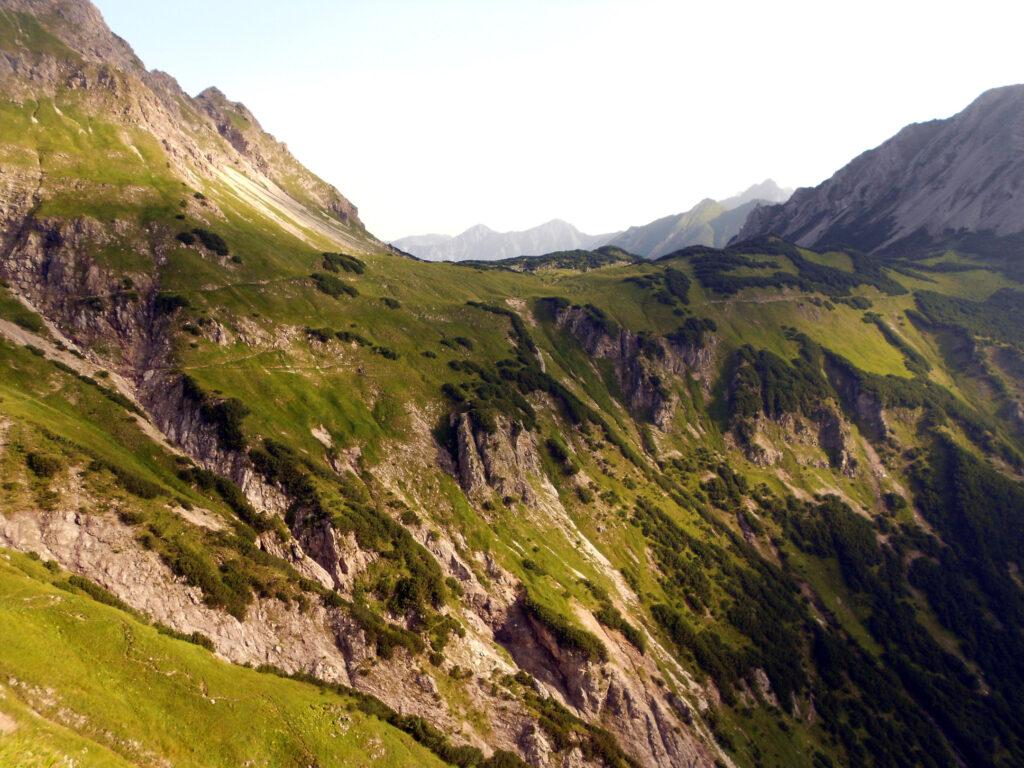 Der Jubiläumsweg windet sich am Berghang entlang